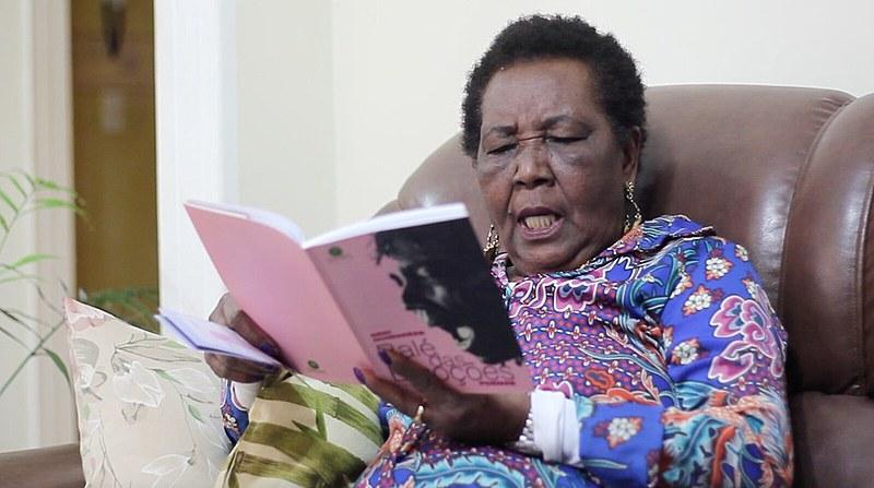 """Para a escritora, ser mulher negra no mundo exige """"muita coragem e força"""""""