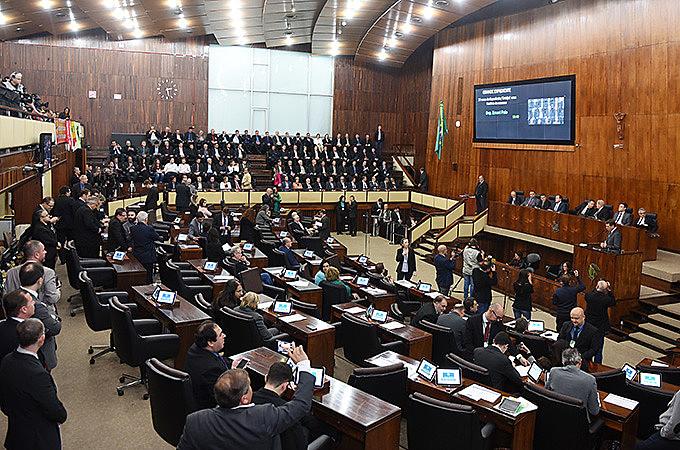 Representante dos trabalhadores criticam emenda do deputado Fábio Osterman (Partido NOVO) que propõe acabar com o mínimo regional