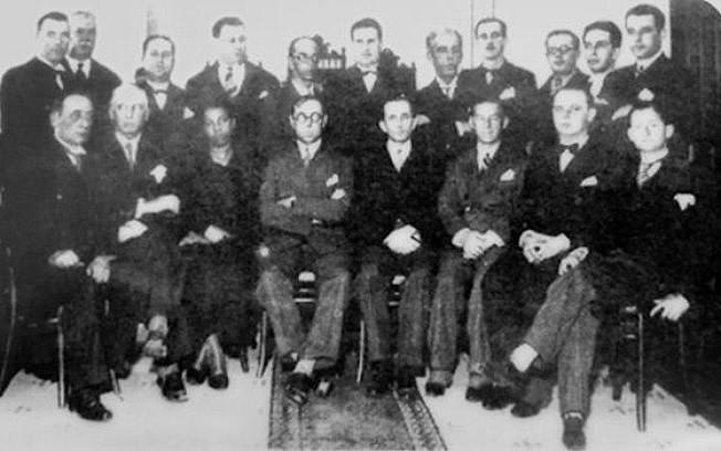 Antonieta (3ª pessoa sentada, da esq. para a dir.) durante a posse, em 1935