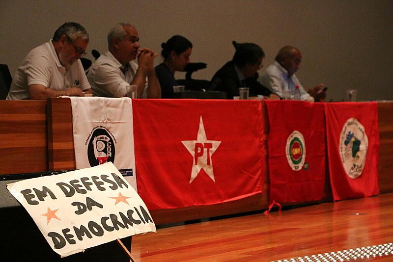 """O evento, que teve como tema """"O golpe e o programa do golpe"""", contou ainda com a participação do sindicalista José Lopez Feijó, ex-secretário especial do Trabalho do governo Dilma."""