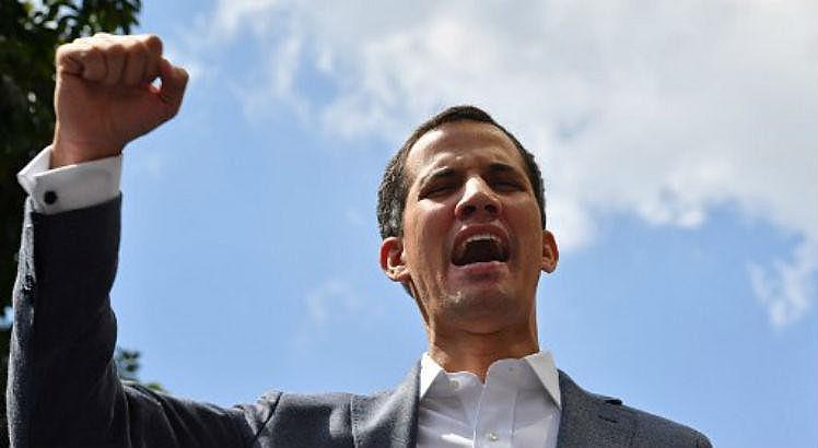 Juan Guaidó se autodeclara presidente interino da Venezuela