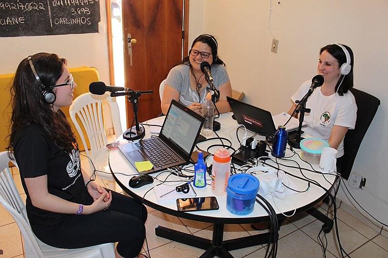 Estúdio montado em Brasília reúne militantes do MST e trabalhadores da Rádio Brasil de Fato