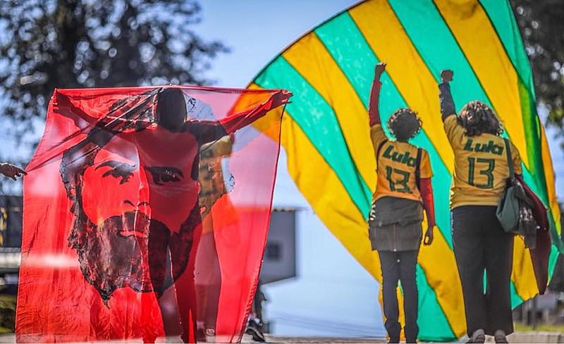 Copa do Mundo teve comemorações nos arredores da Polícia Federal em Curitiba (PR)
