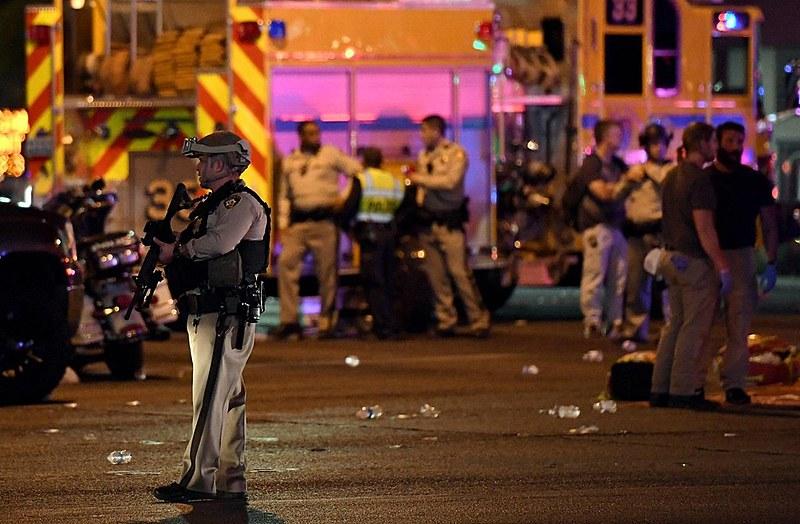 58 pessoas morreram em massacre em Las Vegas/EUA. Hoje, cerca de 90% da população americana tem algum tipo de arma de fogo