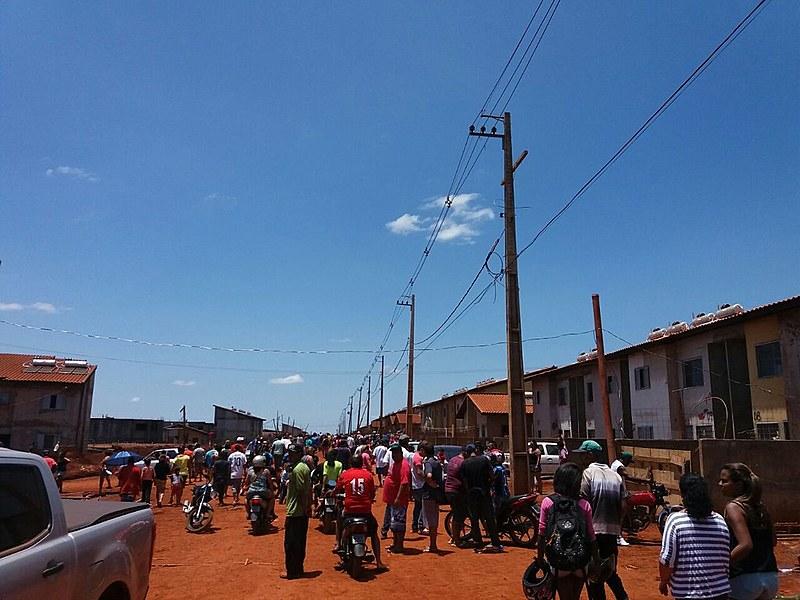 Cerca de 3 mil pessoas vivem na ocupação Flores do Campo, onde estava um canteiro de obras paradas
