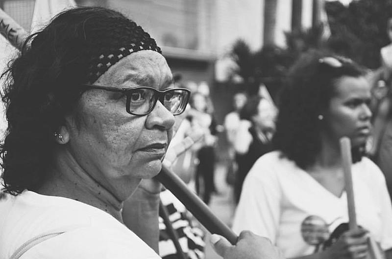 """""""O feminismo negro nos ensina que ocupar espaços de poder não é só insuficiente, muitas vezes atua contra o processo de resistência e de re-existência feminista"""""""