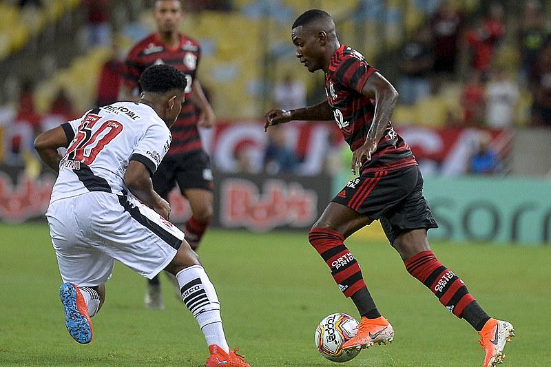 Flamengo e Vasco utilizaram reservas e garotos da base no Clássico dos Milhões desta quarta-feira (22)