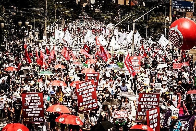 Manifestação em Curitiba (PR), no último dia 15