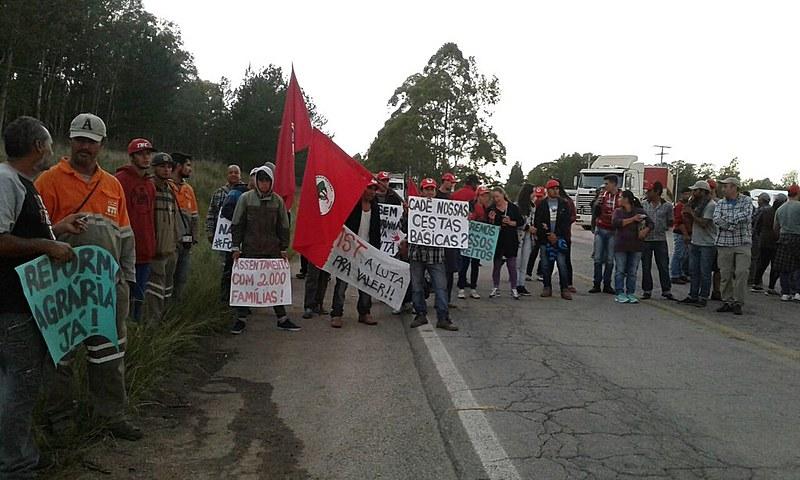 Via Campesina bloqueou a BR 392