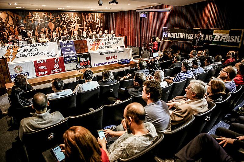 Entidades, movimentos sociais e sindicatos se posicionaram contra a venda das empresas públicas e a favor da soberania nacional