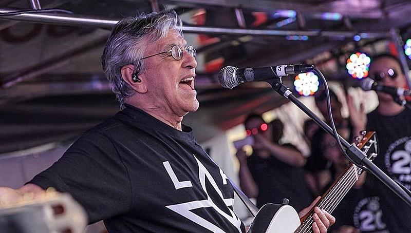O cantor parabenizou o MTST pelas duas décadas de resistência na luta por moradias