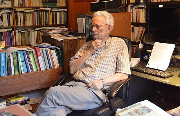 Enrique Dussel, filósofo e crítico teológico, em sua casa na Cidade do México