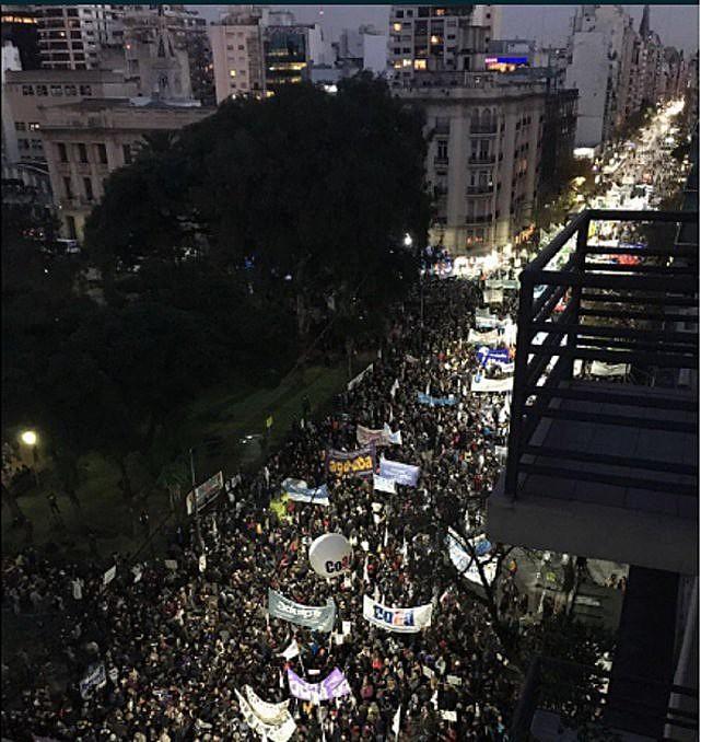 Contra os cortes orçamentários anunciados por Macri, as ruas foram cenário de resistência