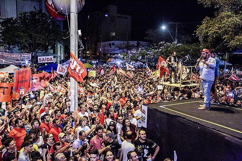 Ato em Montes Claros (MG) nesta sexta-feira (27) contou com forte presença de movimentos populares