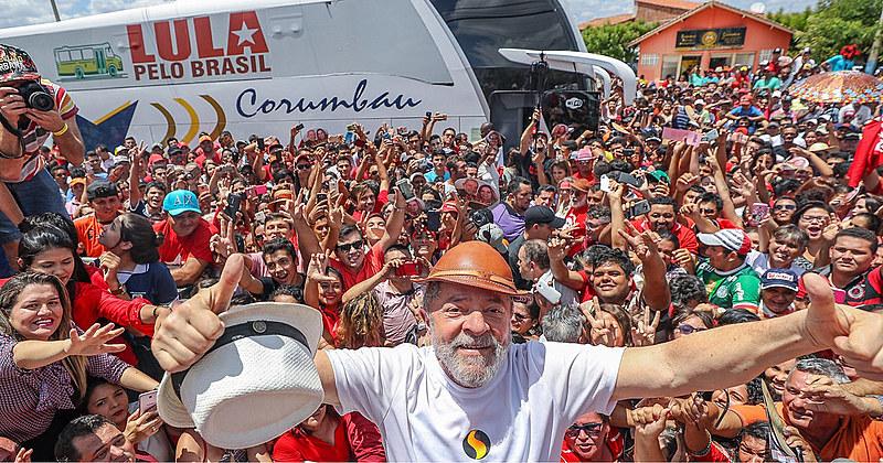 Lula participou de uma carava pelo Nordeste e viu de perto a situação do povo brasileiro