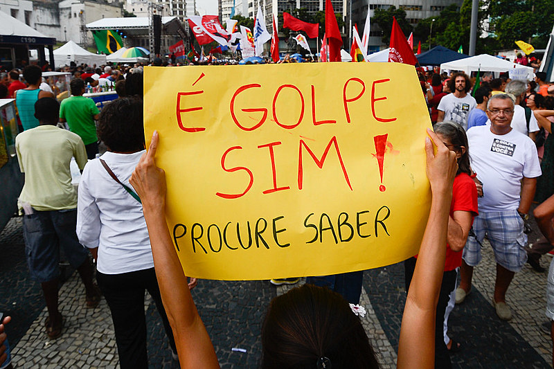 Manifestações no Largo da Carioca (RJ) contra o processo de impeachment da presidenta Dilma Rousseff , em 2016