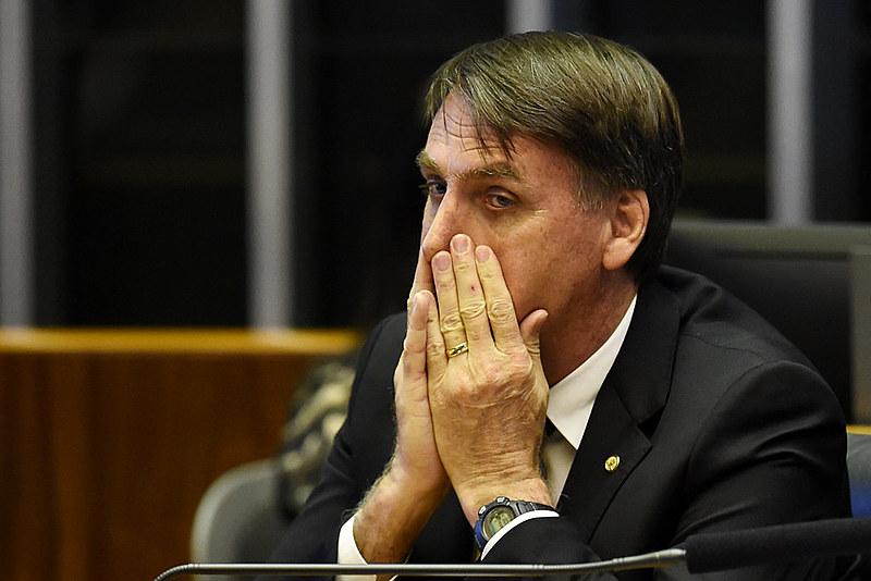 Eleito com a promessa de combater a corrupção, Jair Bolsonaro é citado em escândalo antes mesmo de assumir