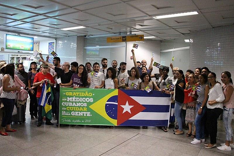 Comitiva de Movimentos Sociais se despede de médicas(os) cubanos