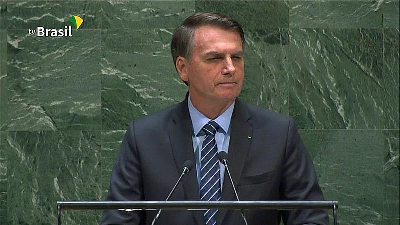 Jair Bolsonaro leu carta de suposto grupo indígena que apoia Ysani Kalapalo; lideranças indígenas rechaçam documento