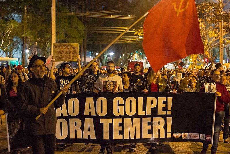 """""""É hora de unificar e resistir, ocupar ruas e praças públicas"""", convoca o estudante de Direito e integrante do CWB contra Temer, Thiago Régis"""