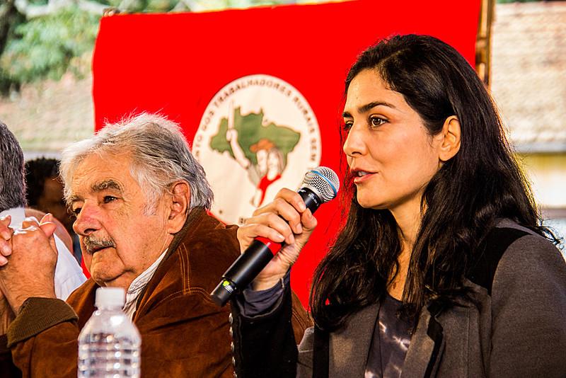 Sabatella participou de conferência com a presença de Pepe Mujica e depois almoçou com a família na Feira da Reforma Agrária