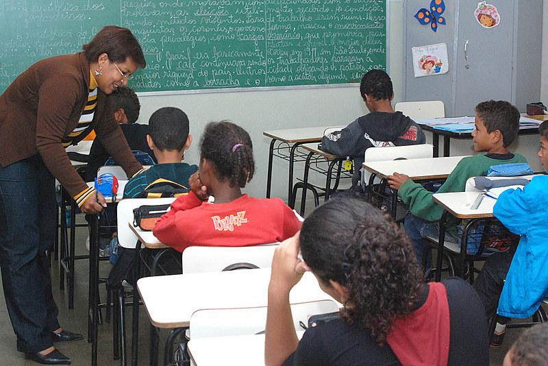 O Plano Nacional de Educação foi aprovado há dois anos e, durante sua tramitação, uma das polêmicas suscitadas foi acerca da promoção das equidades de gênero, raça/etnia, regional, orientação sexual, que acabou excluída do texto do projeto