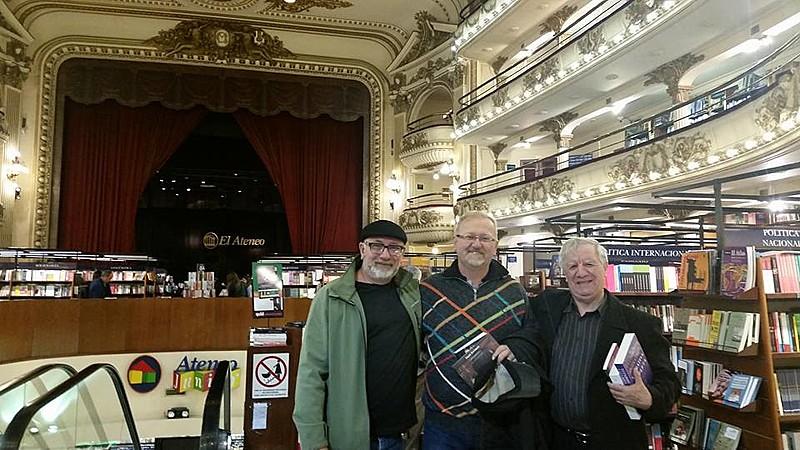 Os três autores de Equilátero se encontraram em Buenos Aires, na Argentina, para o lançamento da obra