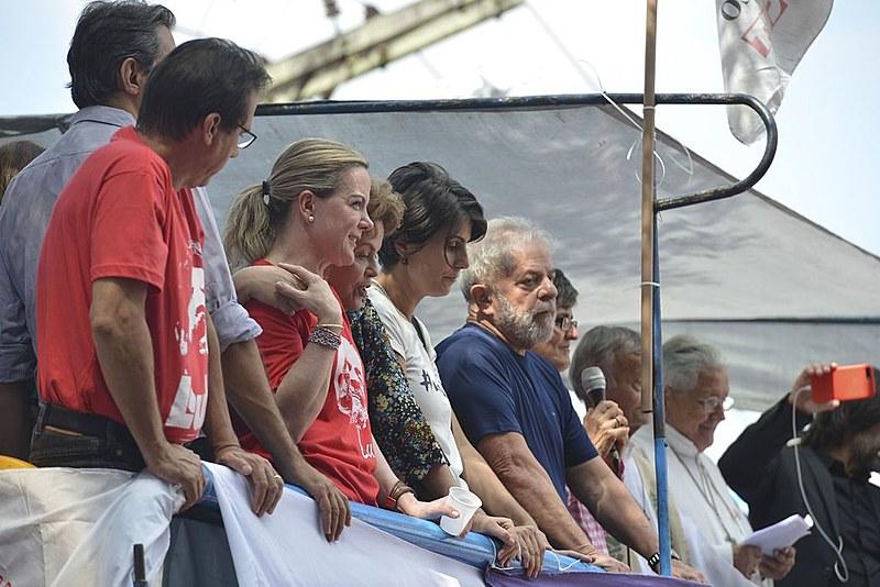 No dia 7 de abril completa um ano da prisão do ex-presidente Lula e o programa Brasil de Fato traz um especial na edição desta semana