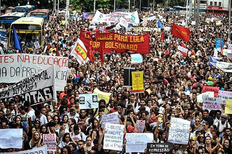 Protestos em 15 de maio contra os cortes na educação no governo Bolsonaro