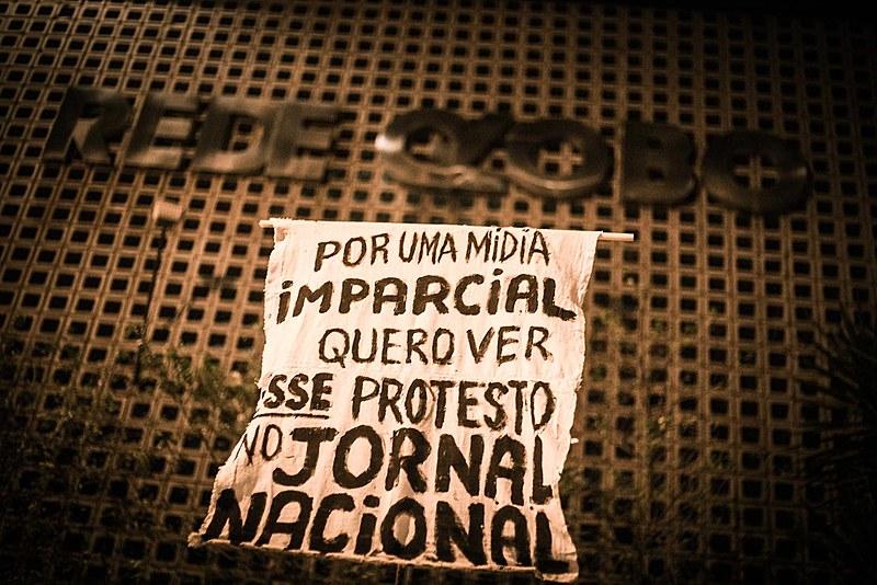 O que se explicitou no domingo (7) foi o fato de a Globo ter o poder de veto sobre as publicidades dos estádiosde futebol