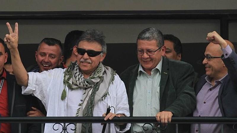 Santrich falou com apoiadores na sede da Força Alternativa Revolucionária do Comum (FARC) em Bogotá após ser solto na quinta-feira (30)