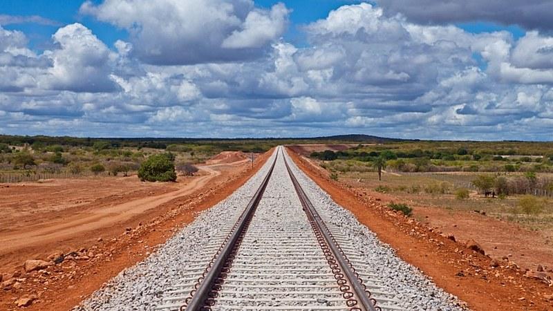 """""""A ferrovia vai sair do papel, sim. Fácil não é, mas se fosse fácil não era para nós"""", afirmou o vice-presidente Hamilton Mourão"""