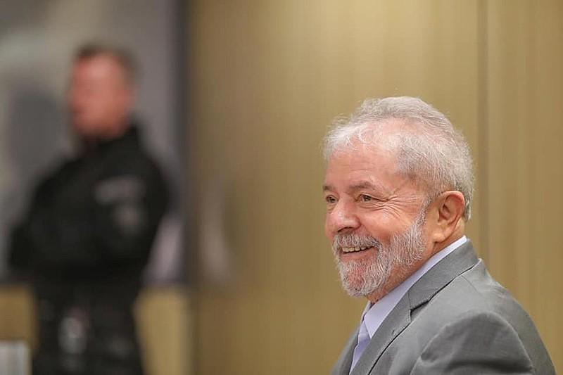 Ex-presidente passou mais de um ano proibido de dar entrevistas