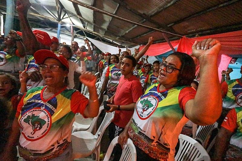 Agricultores do Assentamento José Martí durante ato político de entrega dos lotes
