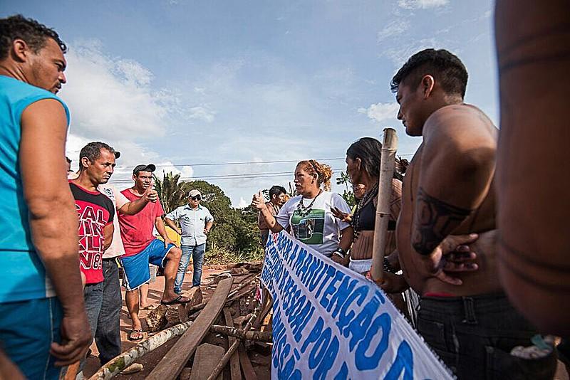 O bloqueio na rodovia Transamazônica realizado pelos indígenas completa oito dias