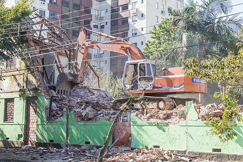 Área do imóvel fica em zona valorizada da capital gaúcha. Prefeitura fala em colocar o local para permuta e destiná-lo à iniciativa privada