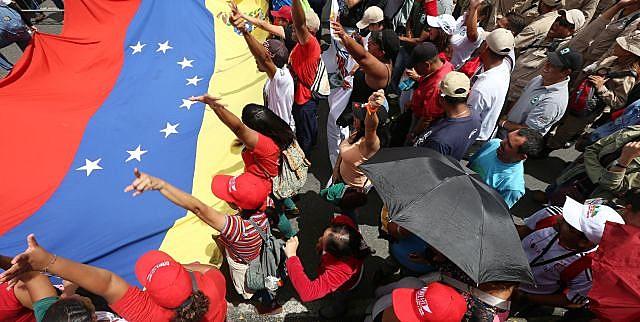 Chavistas fazem campanha pela Assembleia Nacional Constituinte.