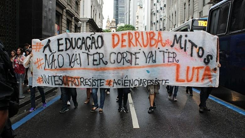 Protesto no Rio de Janeiro, em maio deste ano, contra os cortes na Educação