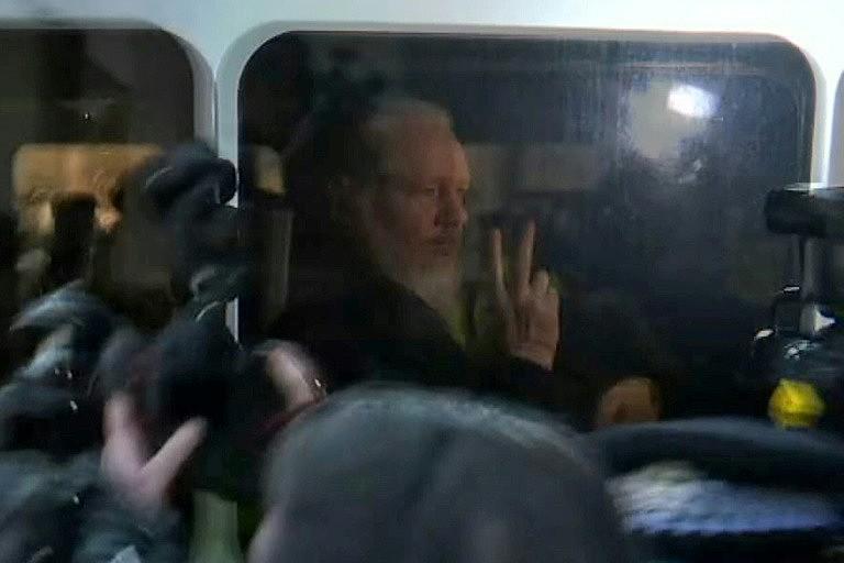 Julian Assange é julgado em Londres sob acusação de espionagem e conspiração