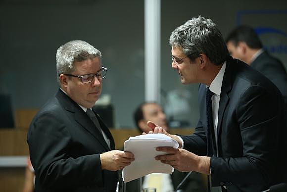 l cronograma presentado por el senador Antonio Anastasia(izq.), relator de la comisión, establece que la lectura del informe del Senado tendrá lugar el 28 de julio