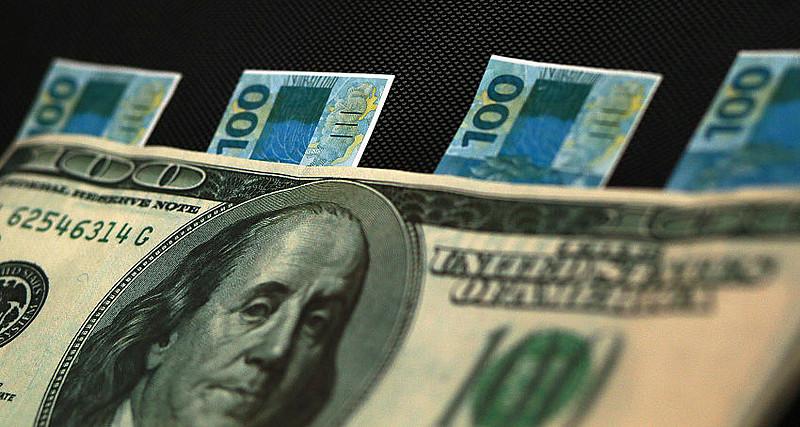 Kliass estudou a alta do dólar em momentos políticos decisivos na história do país