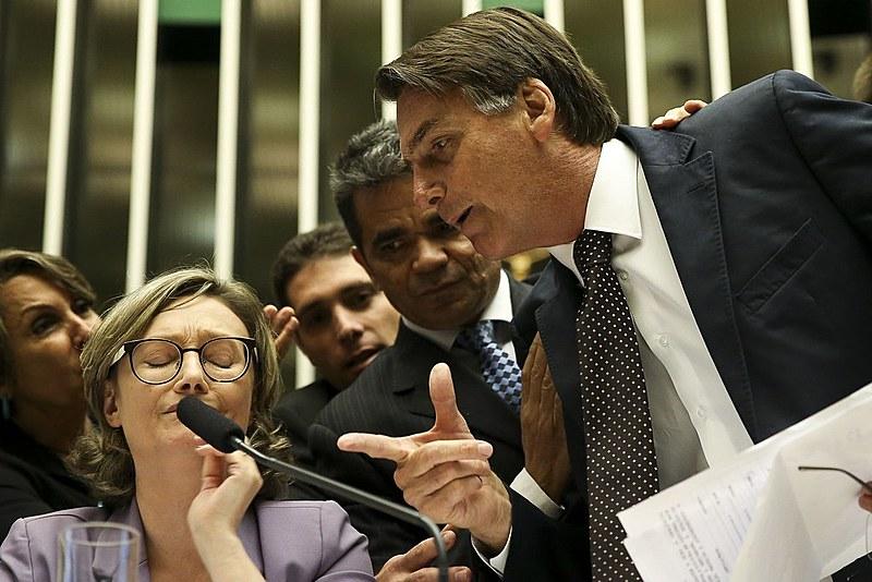 Na ditadura, os afetos do ex-capitão estão com o homem que espancou Amelinha Teles e com a ultradireita militar.