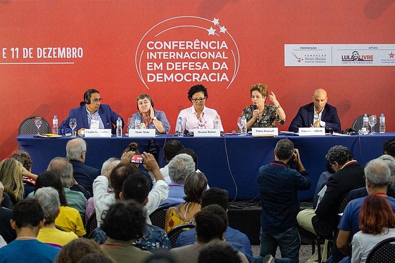 Da esquerda à direita: Virgílio Hernández (Equador), Maite Mola (País Basco), Renata Ramos (FPA), Dilma e Giacomo Filibeck (Itália)
