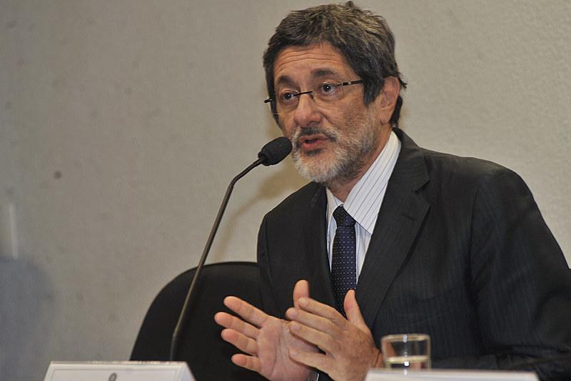"""""""É necessário que a sociedade abrace um novo conjunto de lutas para que haja a transformação do Brasil"""""""