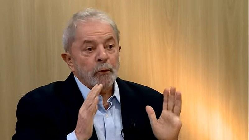 O ex-presidente Luiz Inácio Lula da Silva durante entrevista ao jornalista Alencar Kennedy