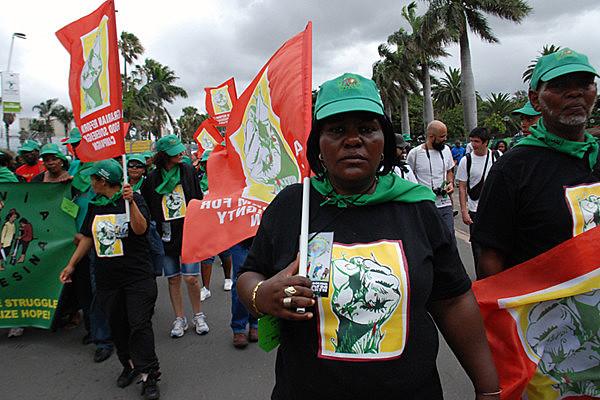 Protestos na África, convocados pela Via Campesina, mobilizam centenas de pessoas na luta pela terra e em defesa da natureza