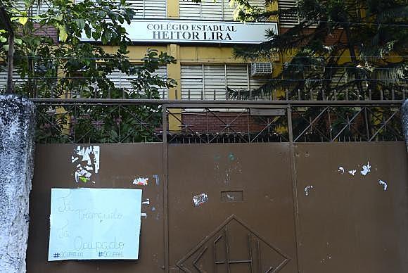 Colégio Estadual Heitor Lira, na Penha, zona norte da cidade, ocupado pelos alunos