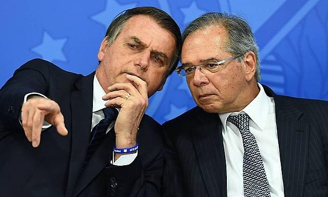 """Bolsonaro y el """"vendo de todo"""" Paulo Guedes: un año de estancamiento"""