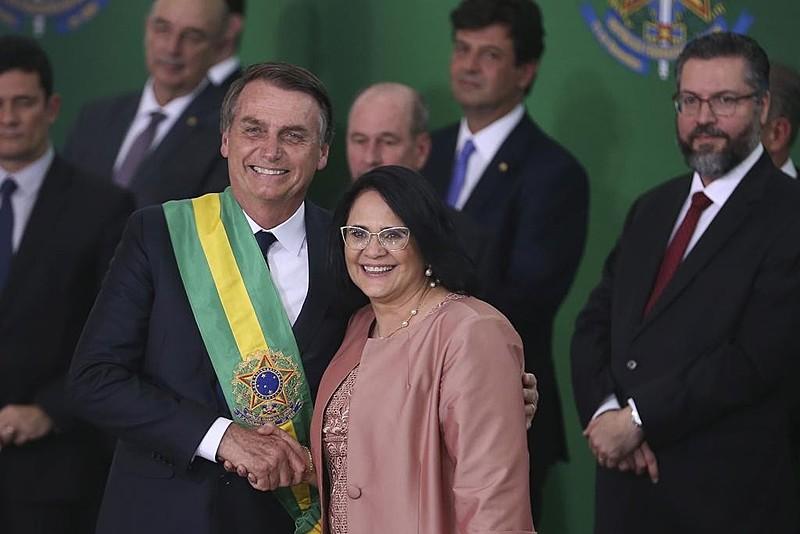 O presidente Bolsonaro e a ministra de Direitos Humanos, Damares Alves: inspiração para marchinhas do carnaval 2019