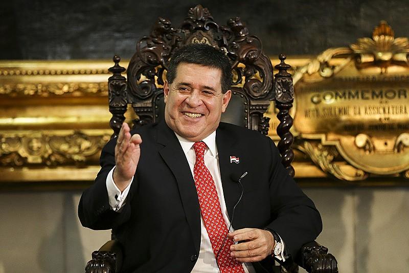 Cartes renunciou à Presidência do Paraguai